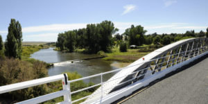 photo taken from dalgety bridge looking down onto the snowy river and weir