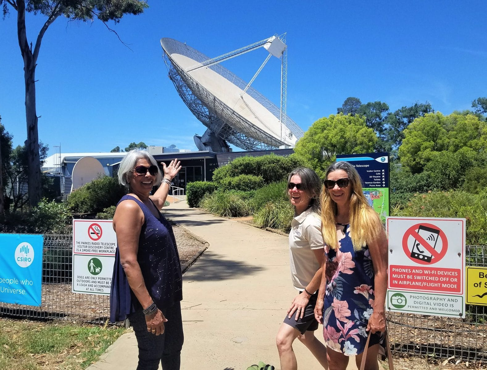 three women outside the dish in parkes